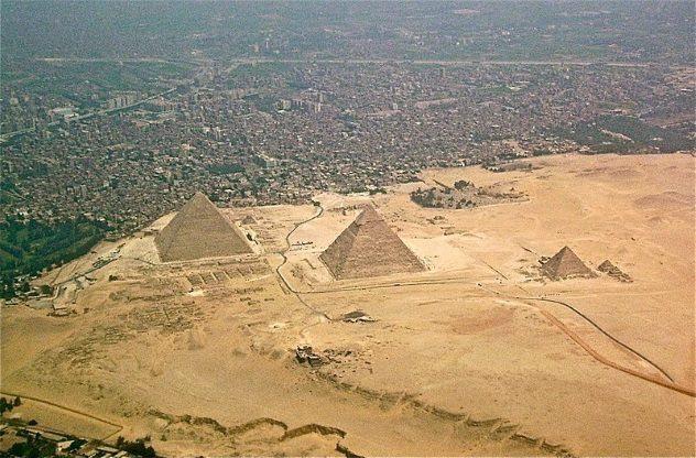 Toàn cảnh kim tự tháp Ai Cập từ trên cao