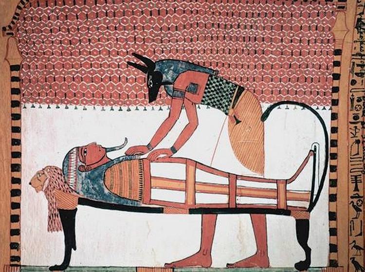Anubis tham gia vào quá trình ướp xác người chết.