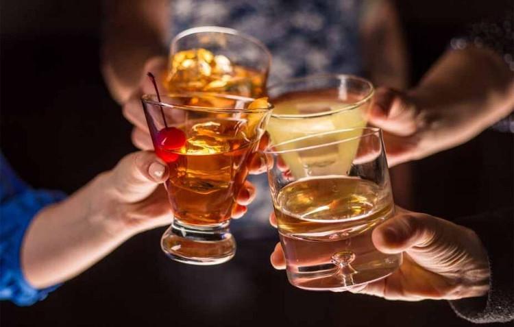 Uống rượu xã hội thường ở mức vừa phải, chủ yếu là một trò tiêu khiển.