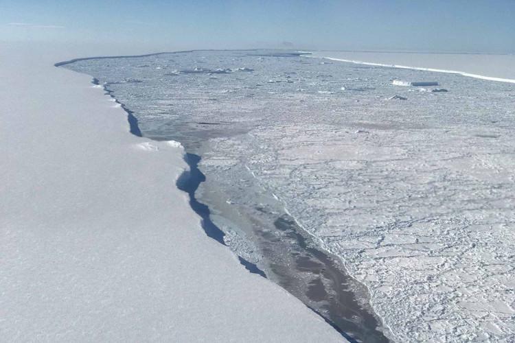 Băng tan ở Nam Cực để lộ vùng đất 120.000 năm chưa từng thấy ánh Mặt trời.