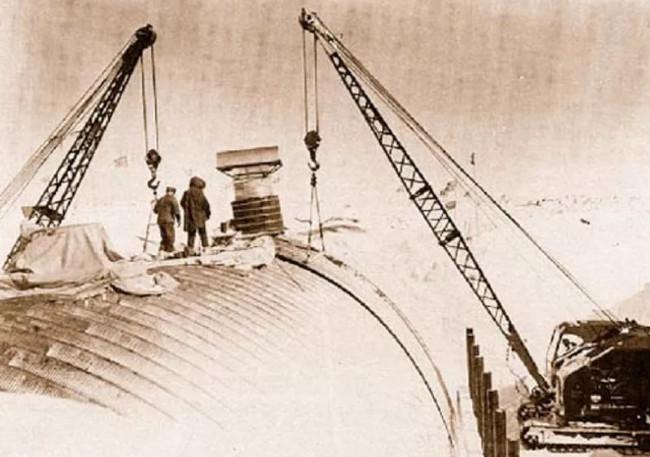 Quá trình xây dựng căn cứ Camp Century.