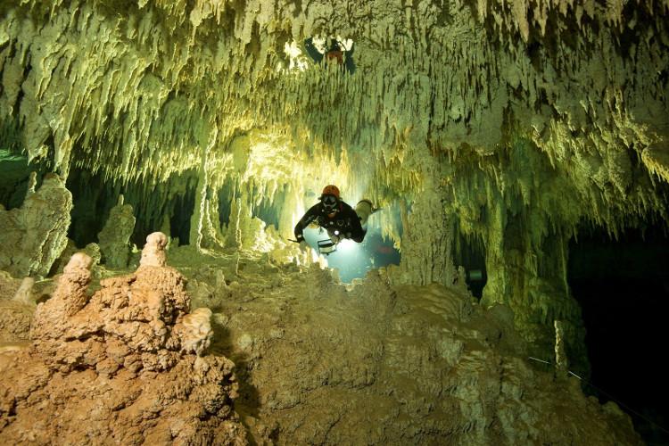 Dài 346km, Sac Actun là hang động ngập nước lớn nhất thế giới.