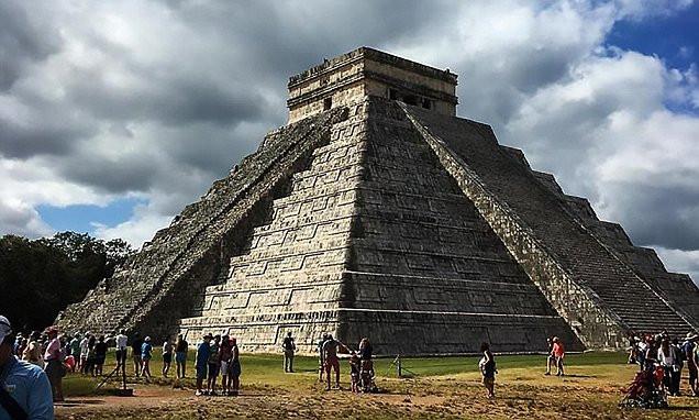 Kim tự tháp Chichen itza bí ẩn ở Yucatan, Mexico.