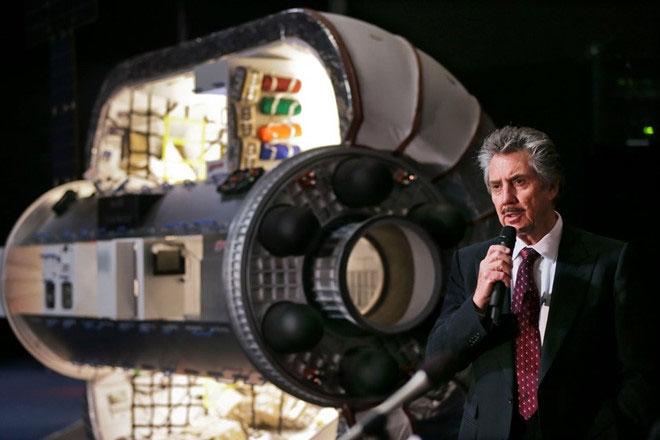 Tỷ phú Robert Bigelow trình bày dự án trạm vũ trụ của mình.