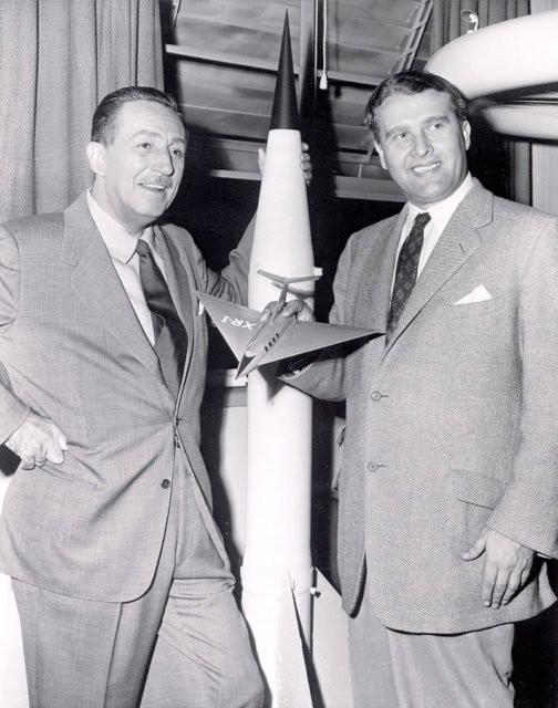Von Braun và Walt Disney.