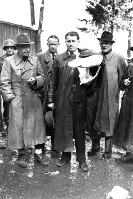 Von Braun - với cánh tay bị gãy bởi tai nạn xe hơi