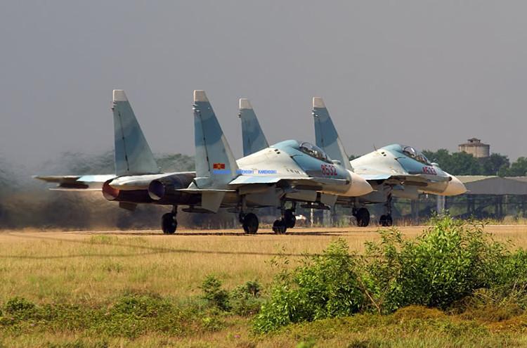 Biên đội tiêm kích đa năng Su-30MK2 của Không quân Việt Nam.