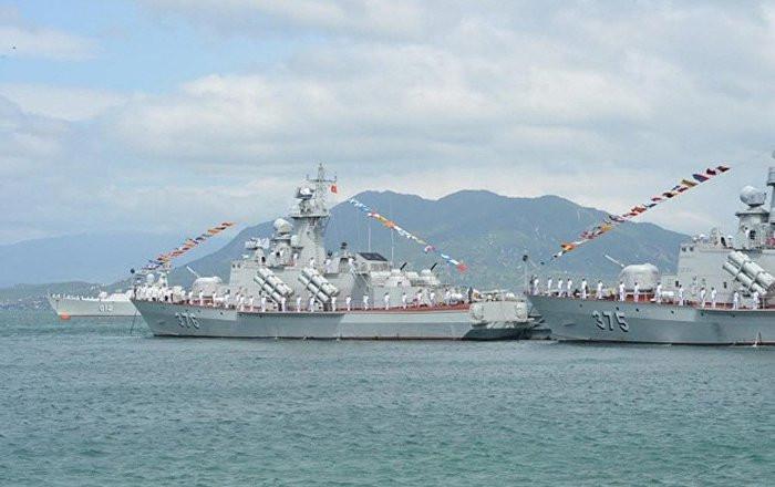 Tàu tên lửa tấn công nhanh Molniya 1241.8 của Hải quân nhân dân Việt Nam.