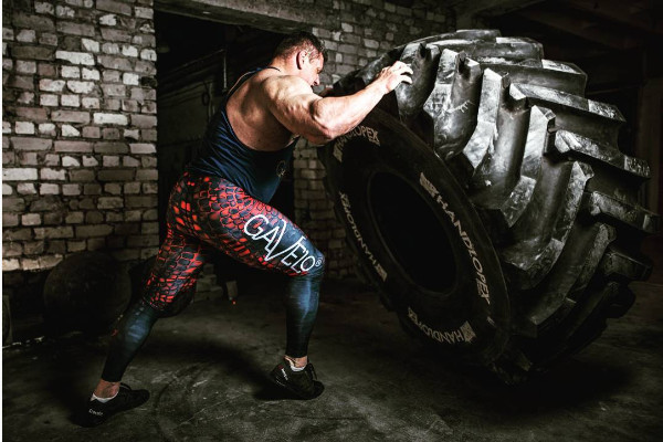 """Z hoàn toàn còn có thể rèn luyện sức nâng với các vật thể cỡ """"khủng"""" như là lốp xe tải hạng nặng"""