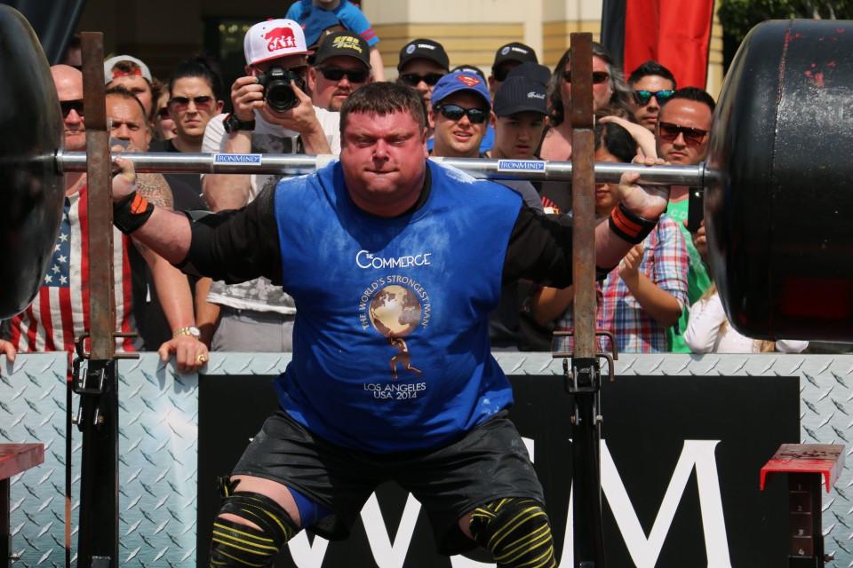 Phần thi Squat trong cuộc thi Powerlifting.