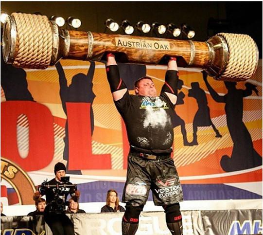 """Chiều cao 1.90m và cân nặng 170 kg thật xứng đáng với biệt danh """"Người khổng lồ"""" của Z."""