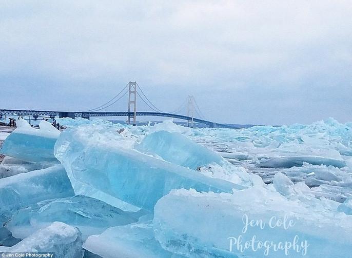 Những tảng băng xanh dày