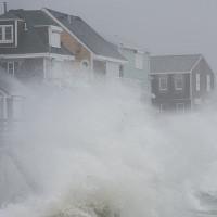 """""""Bom bão"""" tấn công các bang bờ Đông nước Mỹ"""