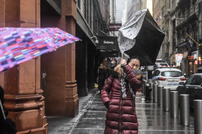 """""""Bom bão"""" gây ra gió giật mạnh ở New York."""