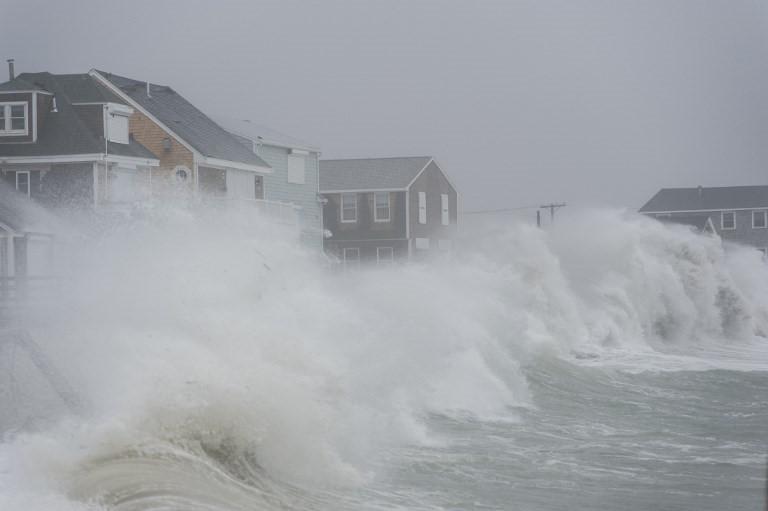 Sóng lớn tại New Hampshire, Mỹ.