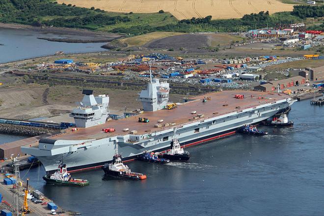 Tàu sân bay HMS Queen Elizabeth đang được hoàn thiện