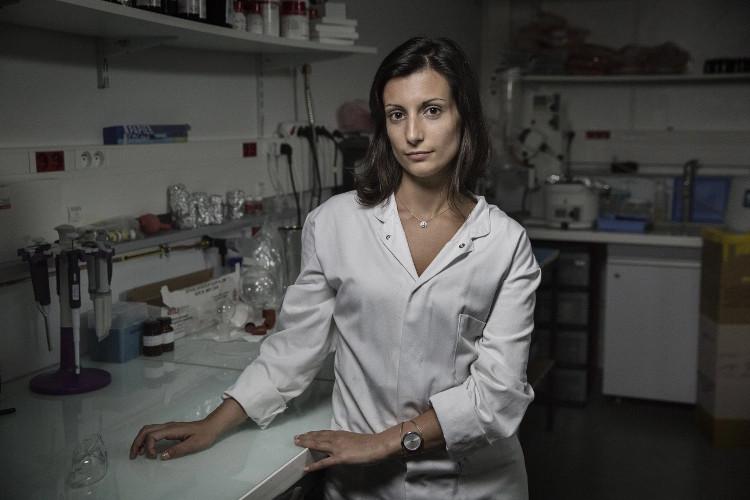 Bác sĩ Maria Pereira tại phòng thí nghiệm.