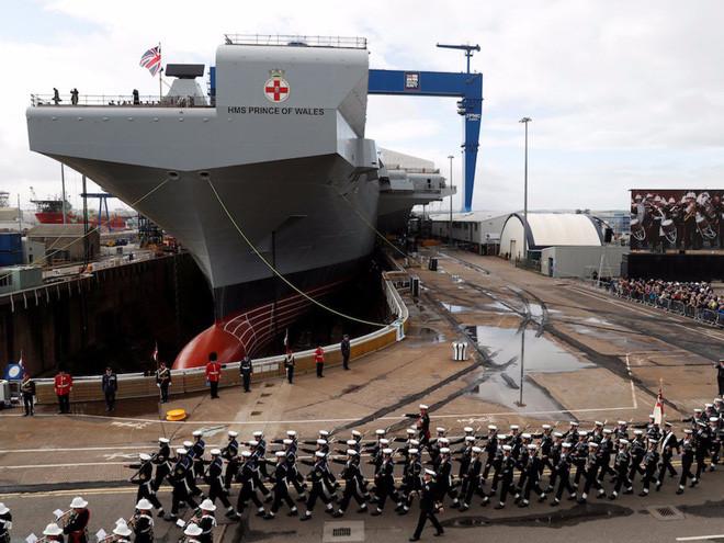 HMS Prince of Wales tại lễ đặt tên ở xưởng Rosyth, Scotland tháng 9/2017.