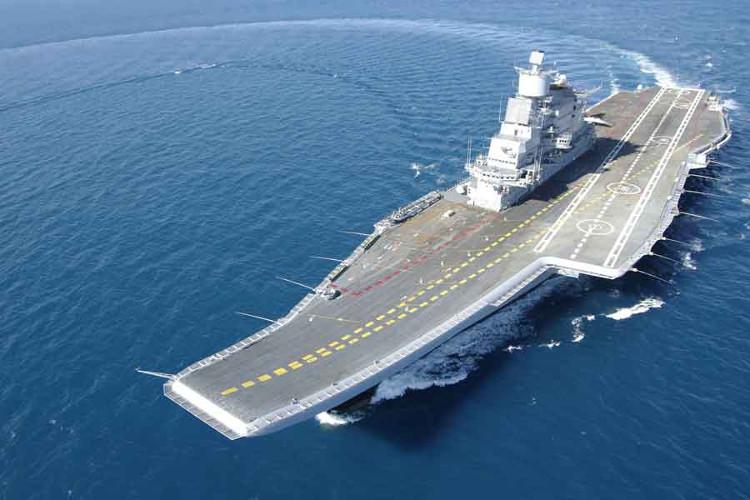 Tàu sân bay INS Vikramaditya dài 283m, có thể chở theo tổng cộng 36 máy bay.