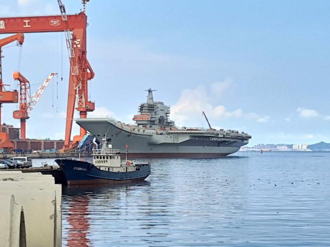 Type 001A tại cảng Đại Liên năm 2017.
