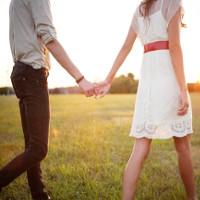 Nắm tay người yêu, bạn đời là cách hiệu quả làm dịu cơn đau thể xác