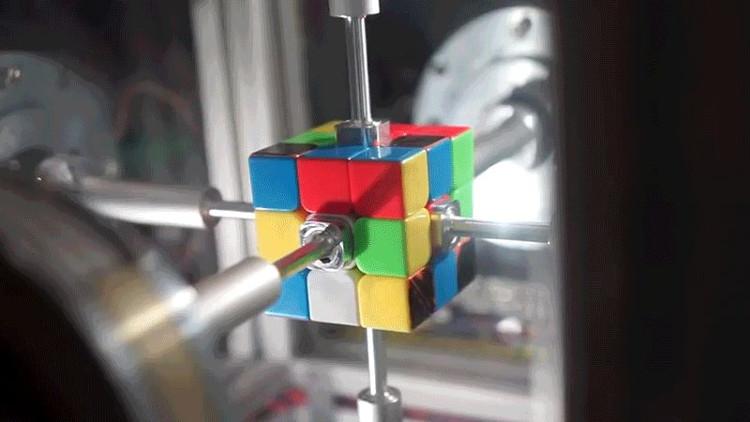Rubik's Contraption có thể giải khối rubik chỉ trong 0,38 giây.