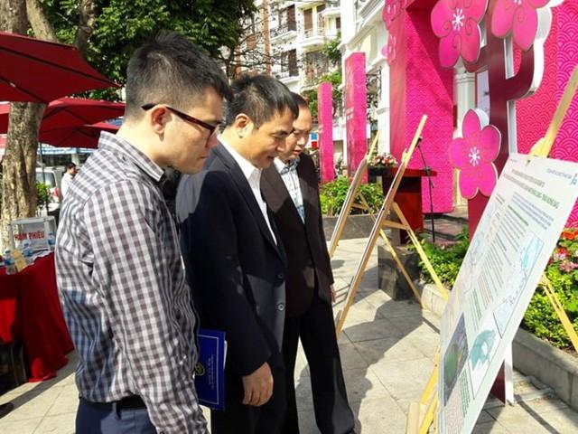 Người dân đến tham gia đóng góp ý kiến cho dự án ga ngầm C9 khá đông đảo.