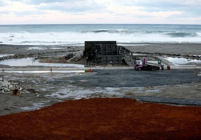 Bức tường sẽ giúp chắn sóng thần và ngăn nước tràn vào đất liền.