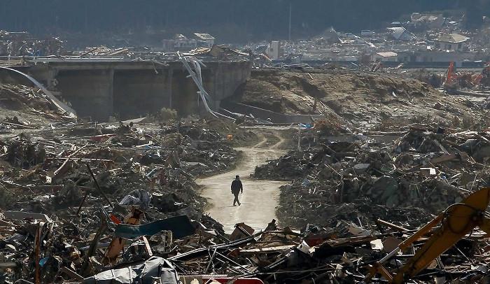 Trận động đất mạnh kéo theo đợt sóng thần khổng lồ vươn cao hơn 30 mét