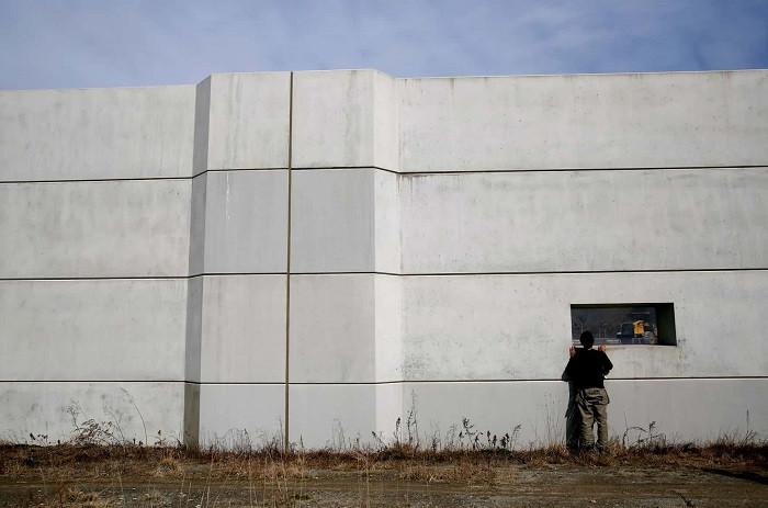 Bức tường bằng bê tông được xây dựng cao 12,5 mét
