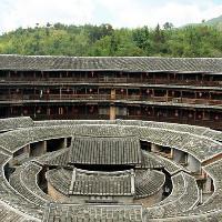 """Những """"vương quốc nhỏ"""" trong lâu đài đất ở Trung Quốc"""