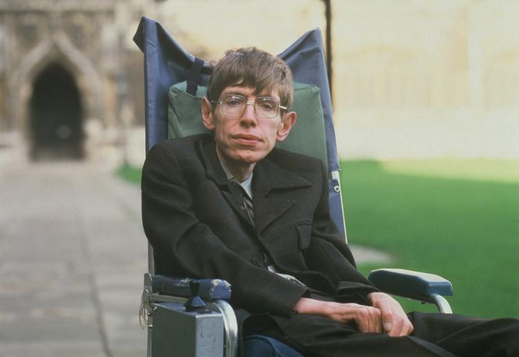 Nhà vật lý lừng danh Stephen Hawking mắc ALS từ khi còn trẻ và đã sống chung với căn bệnh hơn 50 năm.