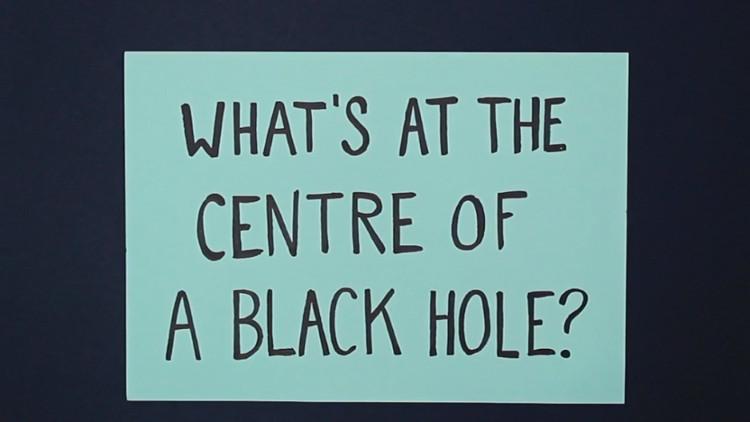 Bên trong trung tâm của hố đen có gì?