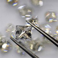 Phát hiện ra một thứ băng chưa từng tồn tại trong tự nhiên nằm giữa một viên kim cương