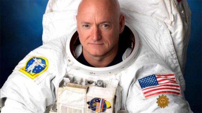 Scott Kelly tham gia nghiên cứu về phi hành gia song sinh của NASA.