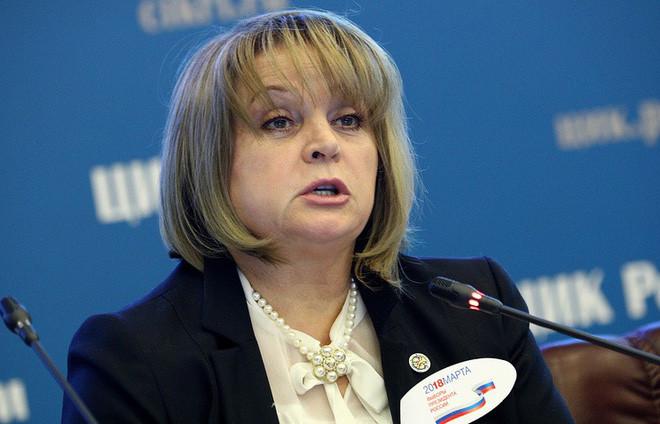 Bà Ella Pamfilova trong một cuộc làm việc của Tổng thống Putin năm 2001.