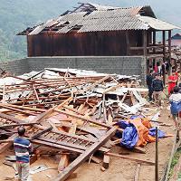 Mộc Châu, Mường La gió lốc, mưa đá gây thiệt hại lớn về tài sản của nhân dân