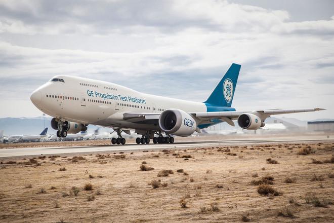 Động cơ GE9X khổng lồ có kích thước rộng và cao ngang thân máy bay Boeing 737.