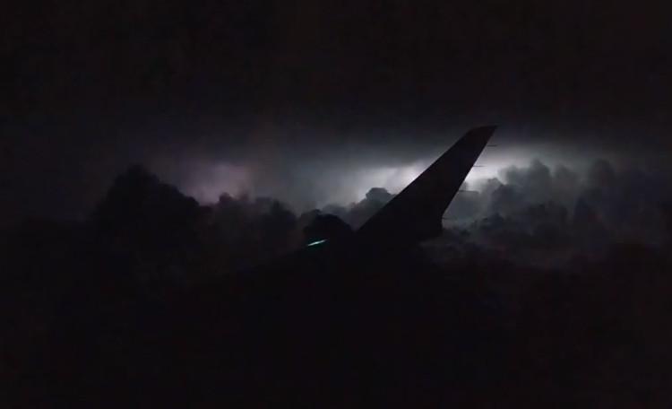 Cơn bão mạnh trong đêm