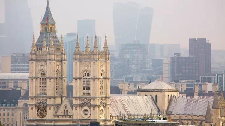 Tu viện Westminster khởi công xây dựng vào năm 1245.