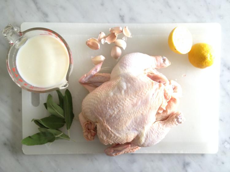 Không nên ăn kết hợp thịt gà với sữa.