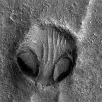 Bí ẩn gương mặt khổng lồ xuất hiện trên sao Hoả