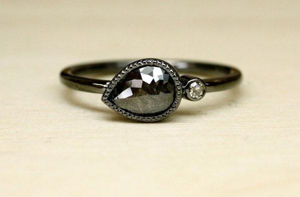 Nhẫn kim cương đen