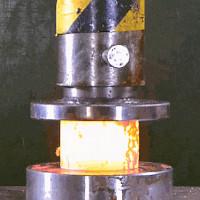 Mãn nhãn với màn thử nghiệm nén thép nóng chảy bằng máy ép thủy lực