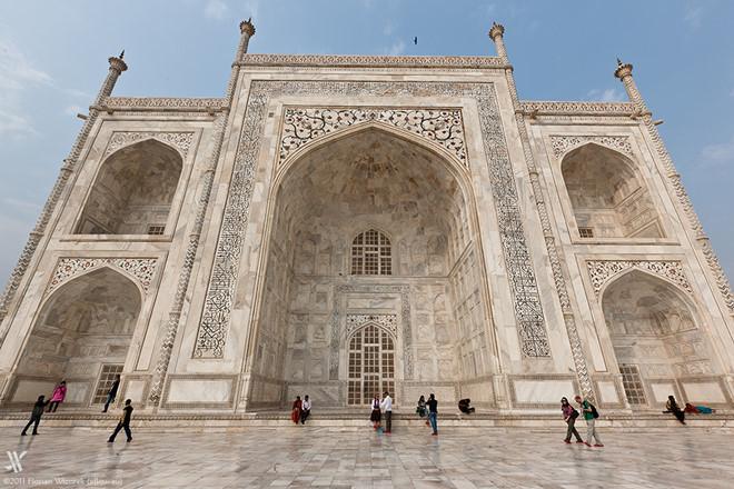 Lăng mộ được trang trí với những họa tiết tinh xảo và trang nhã
