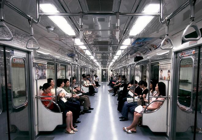 Tàu điện ngầm ở Hàn Quốc.