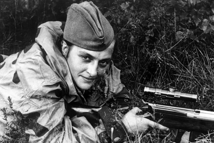 Nữ xạ thủ Liên Xô Lyudmila Pavlichenko.