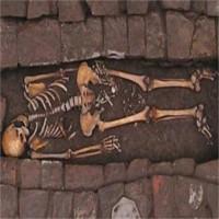"""Tử thi thai phụ """"sinh con"""" trong ngôi mộ 1.300 năm"""