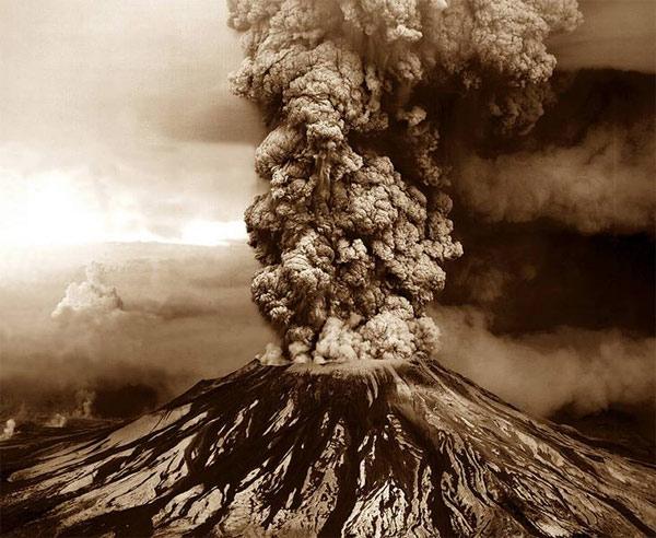 Núi lửa Etna phun tro bụi năm 2014