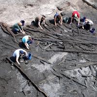 Vì sao con người vẫn sống sót sau thảm họa hàng nghìn năm trước?